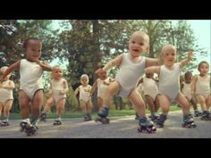 Evian uses this funny ad to highlight its slogan: Live young. Its communication goal is that drinking Evian water keeps you young externally but also internally, thanks to its healthy properties. By using humor, Evian reach a wide target with this ad. Version Francaise, Funny Babies, Funny Kids, Les Plus Vues, Whatsapp Videos, Dancing Baby, Brain Breaks, Interesting News, Humor Videos