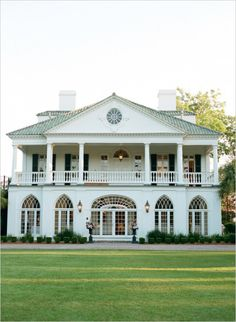 Beautiful wedding location in South Carolina. Venue: Lowndes Grove Plantation ---> http://www.weddingchicks.com/2014/05/28/get-married-in-charleston/