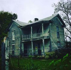 Old Abandoned Houses, Abandoned Places, Old Houses, Scary Places, Old Building, Interior And Exterior, The Past, Cabin, House Styles