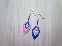 707 - Boucles d'oreilles dissociées, rose, bleu, crème, argenté : Boucles d'oreille par tout-en-boucles