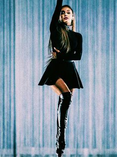 Ari looks like a ballerina 😄 Ariana Grande Fotos, Ariana Grande Legs, Cabello Ariana Grande, Adriana Grande, Ariana Grande Pictures, Ariana Grande Dangerous Woman Tour, Ariana Grande Wallpaper, Femmes Les Plus Sexy, Scream Queens