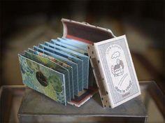 Peepshow Tunnel Book(ピープショウトンネルブック)です。size:38×56×18(mm)穴から覗いて中を見ます。... ハンドメイド、手作り、手仕事品の通販・販売・購入ならCreema。