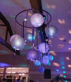new ideas diy garden party decorations hula hoop chandelier Hula Hoop Canopy, Hula Hoop Chandelier, Diy Chandelier, Garden Party Decorations, Wedding Decorations, Hula Hoop Light, Wedding Lanterns, Diy Gifts For Friends, Diy Garden