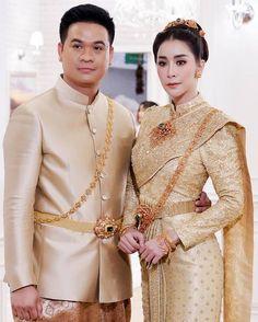 อัลบั้มภาพ ใหม่ สุคนธวา ควง ดีเจต้น แต่งงานหวานชื่น เจ้าสาวสวยสะกดตา Thai Wedding Dress, Wedding Dresses, Thai Dress, Bridesmaid Dresses, Victorian, Fashion, Bride Dresses, Bridesmade Dresses, Moda
