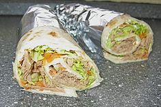 Thunfisch Wrap Tuna Wrap, a refined recipe from the cold category. Quick Dinner Recipes, Wrap Recipes, Easy Healthy Recipes, Quick Meals, Tuna Wrap, Homemade Pesto Sauce, Pizza Wraps, Homemade Burgers, Tortilla Wraps