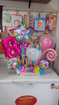 Centro de mesa Balloon Box, Unicorn Balloon, Balloon Gift, Balloon Bouquet, Balloon Arrangements, Balloon Centerpieces, Balloon Decorations, Birthday Decorations, Office Birthday