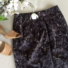 """LOFT Floral Pencil Skirt A skirt that can work year round! Grey/brown/slate colored swirling floral pattern, pencil skirt with back vent, zip closure, and flattering pleating. Sz 4, Waist 14.5"""" across, Length 19.5"""" VGUC, no notable flaws. Offers considered. ❌no offsite transactions LOFT Skirts Pencil"""