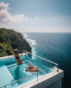 The Most Amazing Pool in Bali : This pool is seriously goals! It is even open to the public so you can get your Insta-worthy photos here! Vacation Places, Dream Vacations, Places To Travel, Travel Destinations, Places To Go, Voyage Bali, Destination Voyage, Hotels And Resorts, Best Hotels