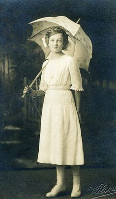 +~+~ Vintage Photograph ~+~+  Young Woman with parasol.