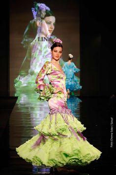 Trajes de Flamenca Moda Flamenca Gitana Spanish Fashion, Spanish Style, Pale Moon, The Dreamers, Flamenco Dresses, Summer Dresses, Portrait, Virginia, Painting