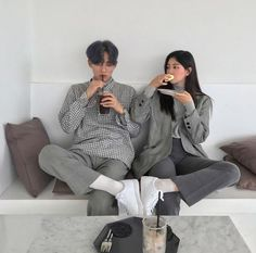 Asian Couple / In Love / Amour / Amore Korean Best Friends, Boy And Girl Best Friends, Cute Friends, Korean Wedding Photography, Couple Photography Poses, Ulzzang Couple, Ulzzang Girl, Cute Couples Goals, Couples In Love