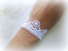 Embroidered white flowers lace bracelet by MalinaCapricciosa