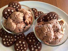 Il gelato pan di stelle fatto in casa è un cremoso e goloso gelato a base di biscotti pan di stelle. Da realizzare con o senza gelatiera.