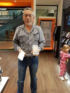 El ganador del sorteo del Día del Padre (Manuel Calle Sánchez) ha ido a retirar su premio a nuestra tienda ubicada en el Centro Comercial Nueva Condomina (Murcia).