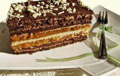 Prajitura cu nuca si foi de napolitane cu caramel Romanian Desserts, Romanian Food, Cake Recipes, Dessert Recipes, Cupcakes, Mousse Cake, Something Sweet, Yummy Cakes, Just Desserts