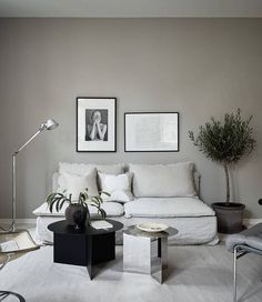 Industrial Chic living room / shades of gray / Scandinavian Minimalism / Open floor plan / IKEA Söderhamn Section Sofa with a Bemz Rosendal Pure Washed Linen slipcover in Unbleached Home Living Room, Interior Design Living Room, Living Room Furniture, Söderhamn Sofa, Dining Corner, Spacious Living Room, Beige Walls, Warm Grey Walls, Home Decor
