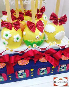 Maçãs de chocolate Personalizadas para a festa do Show da Maria Clara @mariaclarababygirl ❤ #lunashow #showdaluna #luna #festaluna #festashowdaluna #macaspersonalizadas #macasdechocolate #macasdecoradas #macasshowdaluna #alphadicas #alphaville #alphavilleearredores #alphavilleeregião #confeitariaartistica #confeitariaartesanal #decorandoamesa #bethycookiedoces