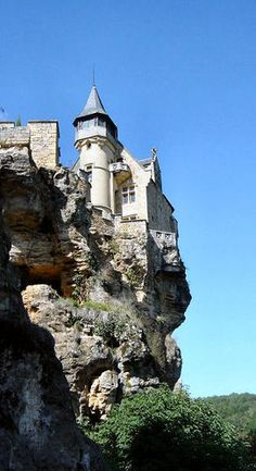 Castle in Dordogne / France Chateau D'iff? Castle Ruins, Medieval Castle, Places To Travel, Oh The Places You'll Go, Places To Visit, Historical Architecture, Ancient Architecture, Beautiful Castles, Beautiful Places