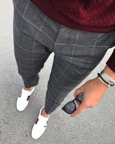 Love these grey checked trousers - Lässige Herrenmode Mens Fashion Blog, Fashion Pants, Men's Fashion, Street Fashion Men, Fashion Sites, Mens Fashion Shoes, Work Fashion, Fashion Trends, Checked Trousers Outfit