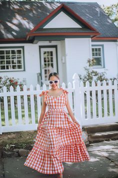 3 Fashion Tips: How To Wear An Orange Dress in Summer – The Len Parent Style | A Northwest Based Fashion, Beauty & Lifestyle Blogger Orange Is The New, Knot Headband, Orange Dress, Fashion Beauty, Fashion Tips, Top Knot, Cute Tops, Orange Color, Looks Great