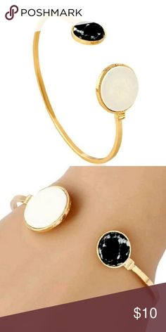 Golden Stone Circles Stones Bracelet Golden Stone Circles Bracelet Super hot!!!  Brand new Golden Circles Cuff Bracelet OSFA Bb Gold w stones cut into circles Buy with confidence: Poshmark Ambassador Smoke & Pet Free Home Top Rated Seller 4.9 Fast Shipping! Top 10% Seller Posh Mentor Bundle Discounts Jewelry Bracelets