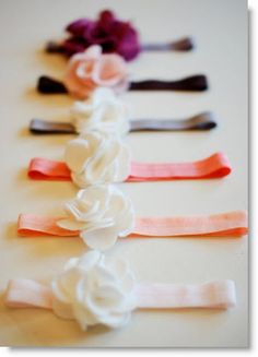 shad, lizzie, tanner, kate and elle: Felt Flower Headband Tutorial Brock I have a new craft for us! Flower Headband Tutorial, Diy Headband, Baby Headbands, Flower Headbands, Elastic Headbands, Crochet Headbands, Headband Pattern, Felt Flowers, Diy Flowers