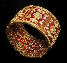 Gem Palace pulsera esmaltada en oro 22ct incorporación de la técnica tradicional de Kundam meena esmaltado típico de Jaipur.