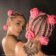 Hair By : Mimi's Braids How would you like to switch colours from the normal everyday black hair to something more electrifying like pink? I know it appears to loud, but loud can be fun and attractive too, especially on braids like this. Box Braids Hairstyles, Baddie Hairstyles, Black Girls Hairstyles, Fashion Hairstyles, Rainbow Braids, Curly Hair Styles, Natural Hair Styles, Boxer Braids, Braids For Black Hair