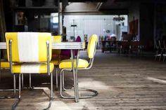 Viar, Antwerpen    Viar – A great selection of vintage furniture and clothing    VIAR    Kloosterstraat 65   2000 Antwerpen   www.viar.be