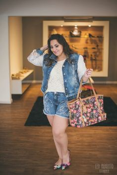Look Plus - Total Jeans com um pitada de cor - Débora Fernandes