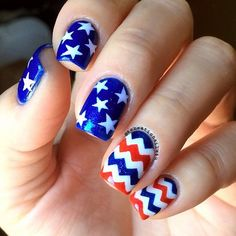 A perfect combination of stars and the colors of the flag, in Chevron style! It's really a fun and beautiful way of celebrating the Fourth of July holiday with the amazing nail art.