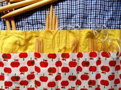 estojo para as agulhas cosido ora à mão ora à máquina. privilégios de uma gravidez louca... as maçãs são de um tecido japonês da #Retrosaria <3 <3 <3