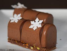 it& overflowing - Cuisine Mini Desserts, Small Desserts, Mini Christmas Cakes, Best Christmas Cookies, Fudge Cake, Brownie Cake, Yule, Low Carb Brasil, Log Cake