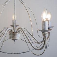 Candelabro ZERO BRANCO 5 gris envejecido Lámpara colgante muy elegante con aires clásicos. Este modelo está lleno de detalles y con unos acabados preciosos. De estilo romántico está lámpara convertirá su salón en una estancia de castillo.