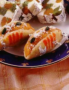 Almond taco shells stuffed with a cashew filling. A sweet version of the famed Mexican tacos.