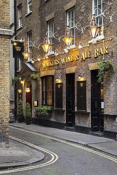 London Pub, Brian Jannsen Photography
