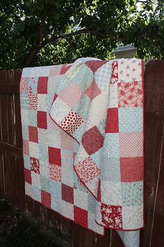 I love quilts. This is so pretty!