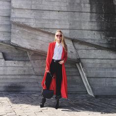 Ukriane's fashion Blogger @anna.pogribnyak rocks her red & black combo outfits look.