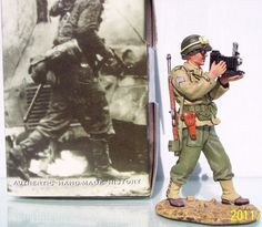 World War II U.S. Infantry Divisions DD076 Combat Photographer Joe Rosenthal - Made by King and Country Military Miniatures and Models. Factory made, hand assembled, painted and boxed in a padded decorative box. Excellent gift for the enthusiast.