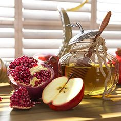 Do You Know These Symbolic Rosh Hashanah Foods? - - These traditional Rosh Hashanah foods are rich in meaning and symbolism. How many of these stories did you know? Vegan Rosh Hashana, Rosh Hashanah Menu, Happy Rosh Hashanah, Rosh Hashanah Traditions, Yom Teruah, Arte Judaica, Honey Cookies, High Holidays, Jewish Recipes