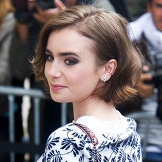 Lily Collins Bob, Lily Collins Short Hair, Pretty Hairstyles, Bob Hairstyles, Celebrity Bobs, Hair Today Gone Tomorrow, Wavy Bobs, Short Bob Haircuts, Celebs