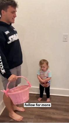 Cute Funny Baby Videos, Crazy Funny Videos, Cute Funny Babies, Funny Videos For Kids, Cute Kids, Really Funny Memes, Funny Relatable Memes, Funny Laugh, Hilarious