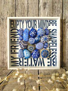 """Be water, my friend"" Composición de piedras pintadas / ""Be water, my friend"" Painted stones composition もっと見る Pebble Painting, Dot Painting, Pebble Art, Stone Painting, Stone Crafts, Rock Crafts, Arts And Crafts, Painted Rocks, Hand Painted"