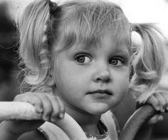 black and white 40 Sweet Little Girl Hairstyles Pony Hairstyles, Headband Hairstyles, Braided Hairstyle, Short Curly Hair, Curly Hair Styles, Cute Little Girl Hairstyles, Girls Short Haircuts, Cute Little Girls, Photomontage