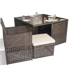 The Maze Rattan Open Weave 5 piece Cube is at the cutting edge of rattan garden furniture design. Woven in a hexagonal weave pattern which looks fantastic.