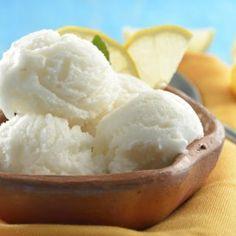 Sorbet de Limón | Nunca más se te va a olvidar comprar limones cuando vayas al súper con esta deliciosa y refrescante receta.