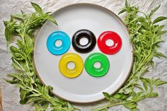 olympic jello rings: we made these this week using jiggler recipe on Jello box. Grandkids loved them. We used grape instead of black. Fun Food, Good Food, Olympic Idea, Donut Shape, Party Themes, Party Ideas, O Ring, Jello, Yummy Treats
