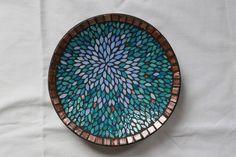 Petit plat creux en mosaïque, vide poche tons bleus : Accessoires de maison par mosa-louisa