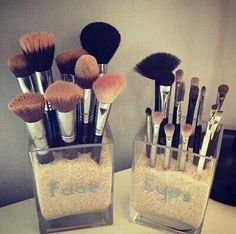 Unique and cute way to organize your make up brushes.