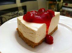 Cheesecake die je niet hoeft te bakken. Ideaal! Van een van onze favoriete blogs: Harry in de keuken! Verkruimel de koeken in de keukenmachine. Smelt de boter en roer die goed door de koekkruimels. Neem een springvorm van +/- 20cm doorsnede. Spuit hem in met bak spray. Maak op de bodem van de vorm een […]